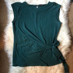 Vince Camuto xs tank top tie in front emerald